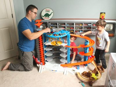 Playing with dad is a great time for bonding and hands-on education that sticks. Here are 7 ways playing with dad is educational with Hot Wheels | parenting | father and son | fun for boys | #parenthood #handsoneducation #earlychildhoodeducation #educationalactivities #dadandboys #fatherandson #indooractivities #sentimentalparenting #attachedparenting #gentleparenting making education stick #learningactivities #makingmemories #hotwheels